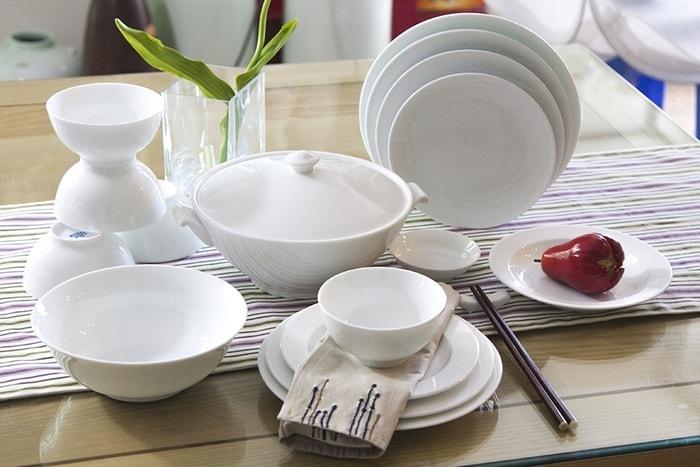 Bộ chén đĩa thủy tinh cao cấp cho bàn ăn sang trọng, đẹp mắt