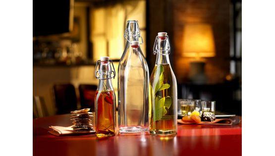 Vì sao nên bảo quản dầu thực vật trong chai thủy tinh?