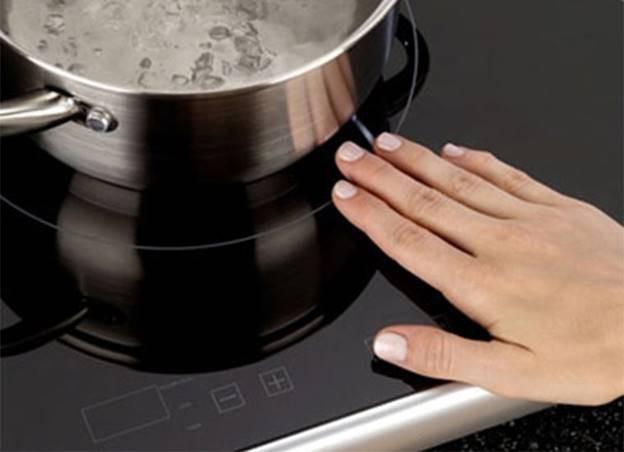 Không phải loại nồi, chảo nào cũng dùng được cho bếp từ