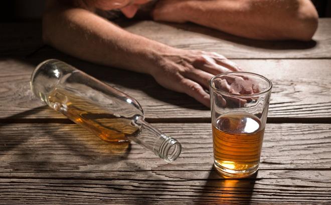 Lạm dụng rượu sẽ dẫn tới nhiều hậu quả nghiêm trọng