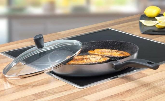 Sử dụng chảo chống dính chuyên dụng cho bếp từ để đảm bảo an toàn